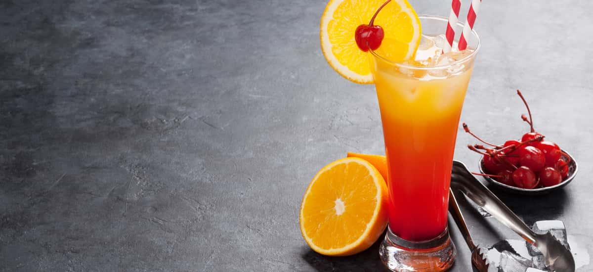 Tequila Sunrise Rezept (einfaches original Rezept & Tipps vom Barkeeper)